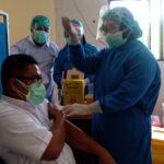 350 Pegawai 'Urgent' RSUD Jombang Disuntik Vaksin Covid-19 Dosis Pertama