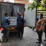 Brimob Polda Kawal Ketat Kedatangan Ribuan Vial Vaksin di Mojokerto
