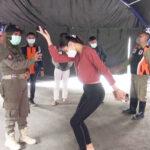 Wanita Cantik di Surabaya Disanksi Joget Lantaran Tak Pakai Masker dengan Benar