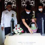Jelang Hari Jadi Pemkab Sidoarjo Ke-162, Pj Bupati Hudiyono Ziarahi Seluruh Makam Bupati