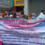 Tuntut Transparansi Pembagian Kios, Pedagang Pasar Legi Ponorogo Demo