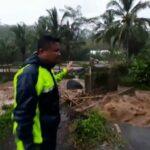 Banjir Landa Jember, Ratusan Rumah Terendam Jembatan Antar Desa Putus