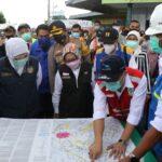 Bupati Jombang Dampingi Gubernur Jatim Pantau Banjir Bandar Kedungmulyo