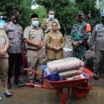 Bupati Jombang Serahkan Bantuan untuk Rumah Warga yang Roboh Diterjang Banjir Bandang
