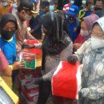 Demi Kidswear, Ratusan Emak-Emak Korban Banjir Jombang 'Serbu' Mensos Risma