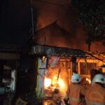 Kebakaran di Wonokromo Surabaya, Ibu dan Anak Meregang Nyawa