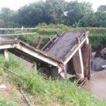 Jembatan Brodot Jombang Ambrol Diterjang Arus