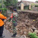 Diterjang Hujan Deras, Pagar SDN 01 Patemon Situbondo Ambruk