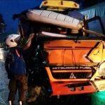 Truk Terguling Akibat Tabrakan Adu Moncong di Mojokerto, Lalin Sempat Macet 2 Kilometer