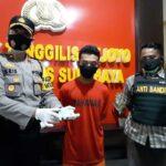 Ketagihan Judi Bola, Pemuda Jombang Kuras ATM Teman Kosnya di Surabaya