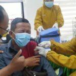 Takut Disuntik, Wartawan di Jombang Ini Mau Lari saat Divaksin Covid-19
