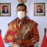 Kepala BNPB Doni Monardo Terima Medali Emas Dewan Pers