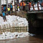 Terkikis Arus, Kondisi Jembatan Surodinawan Kota Mojokerto Mengkhawatirkan