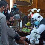 Kapolda Jatim Didampingi Gubernur dan Pangdam Jalani Vaksinasi Covid-19 Dosis Kedua