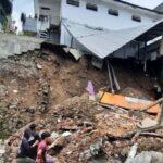 Dinding Belakang Sekolah di Kota Malang Ambrol