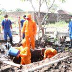 Pemakaman Jenazah Corona di Jombang, Warga Pakai Hazmat, Petugas Malah Tanpa APD