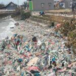 Diterjang Gelombang Tinggi, Jalan dan Tembok Pembatas Pantai di Lamongan Rusak