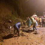 Tebing Longsor Tutup Jalur Alternatif Pacet-Trawas Mojokerto