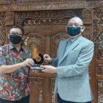 Sodorkan Semangat 'Bangkit di Tengah Pandemi' lewat Webinar hingga Penghargaan Tokoh Inspiratif