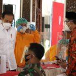 Presiden Jokowi Saksikan Vaksinasi Perdana AstraZeneca untuk Ulama di Sidoarjo