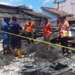 Selidiki Penyebab Kebakaran Pasar Campurdarat, Tim Labfor Polda Jatim Ambil Sejumlah Sampel