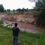 Sudah Dipasang Gedek, Tanggul Sungai Konto di Jombang Masih Longsor