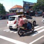 Jadi Manusia Silver di Jombang, Pria Asal Bandung Sehari Bisa Kantongi Duit Rp. 100 Ribu