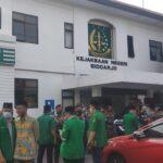 Puluhan Anggota GP Ansor, Banser dan LPBH NU Datangi Kejari Sidoarjo