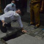 Usai Setijab, Eri Cahyadi Tinjau Saluran Penyebab Genangan di Surabaya Barat