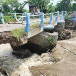 Jembatan Ambrol, Aktivitas Warga Dua Desa di Jombang dan Kediri Terganggu