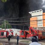 Asap Pekat Membubung, Diduga Satu Pabrik di Tandes Surabaya Terbakar