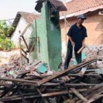Rebutan Harta Gono Gini, Perempuan di Mojokerto Ratakan Rumah Mantan Suami