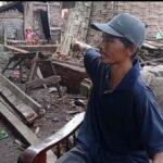 Usai Rumah Dirobohkan Mantan Istri, Warga Mojokerto Tinggal di Gubuk Reot Bersama Anaknya
