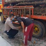 Gagal Salip Kiri, Lansia Pedagang Kain di Jombang Tewas Terlindas Truk