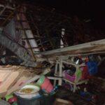 Tertimpa Pohon Kelapa Tumbang, Rumah Nelayan Situbondo Rusak Berat