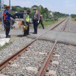 Tertabrak Kereta di Perlintasan Prambon Sidoarjo, Mahasiswi Pengemudi Nissan Juke Tewas