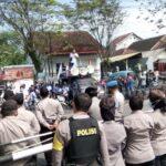 Merasa Dirugikan, Puluhan Pekerja Indomarco di Jember Demo