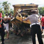 Truk Bermuatan Batu Hancur Tertabrak Kereta Api di Blitar