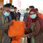 Bupati Blitar Salurkan Bantuan Sembako Kepada Ratusan Guru Ngaji di Pendopo