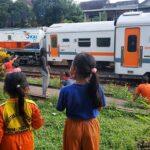 Ngabuburit Ala Anak-anak di Blitar, Melihat Lalu-lalang KA di Stasiun Kesamben