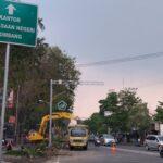 Pengerjaan Pedestrian di Jalan Wahid Hasyim Jombang Dimulai, Taman Bunga Dibongkar
