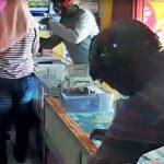 Pencurian di Dua Konter HP di Tulungagung Terekam CCTV