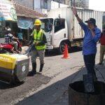Sebelum Ramadan, 10 Titik Jalan Berlubang di Perkotaan Jember Mulai Diperbaiki