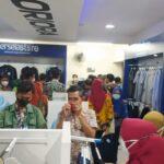 Diimbau Pakai Atribut Laskar Jaka Tingkir, ASN Lamongan Serbu Persela Store