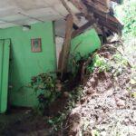 Rumah Nenek di Situbondo Rusak Berat Tertimpa Longsor
