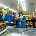 Petugas Temukan Produk Kedaluwarsa dan Tak Berlebel di Kota Blitar