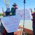 Dari Atas Perahu, Pemuda-Nelayan Tolak Pengeboran Migas di Desa Tanjung Pamekasan