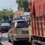 Uji Coba 2 Arah Malah Bikin Macet Jalur Pantura Situbondo
