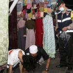 Tak Pakai Masker, Pengunjung Makam Sunan Ampel Dihukum Push Up