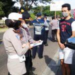 Hari Pertama Larangan Mudik, Empat Mobil di Situbondo Dipaksa Putar Balik